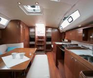 Yacht Oceanis 40 for hire in Marina di Punta Ala