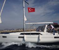 Sailing yacht Oceanis 411 for rent in Turgutreis