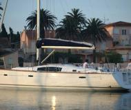 Yacht Oceanis 43 for hire in Tropea Marina