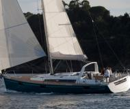 Yacht Oceanis 48 for hire in Cannigione Marina