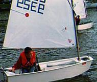 Segelyacht Optimist chartern in Marina am Tiefen See