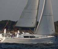Sailing boat Sun Odyssey 33i for hire in Taalintehdas