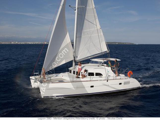 Katamaran Lagoon 380 chartern in Split