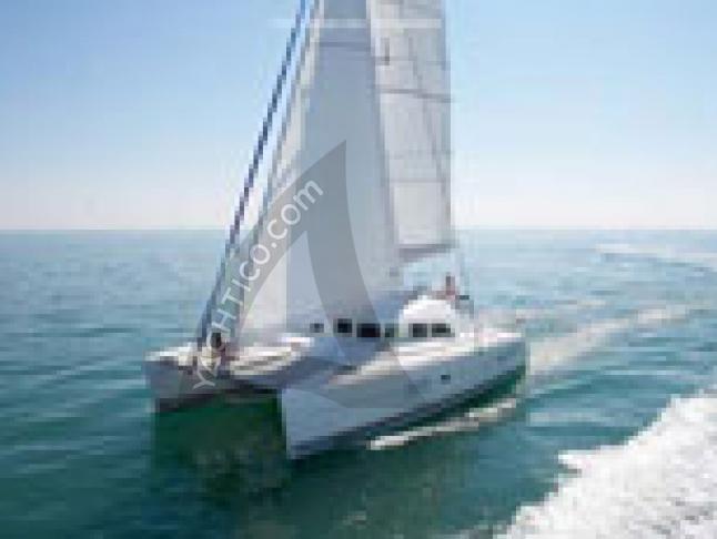 Kat Lagoon 380 S2 in Procida Marina chartern