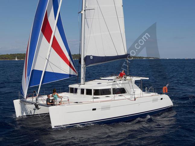 Katamaran Lagoon 440 - Yachtcharter in Olbia