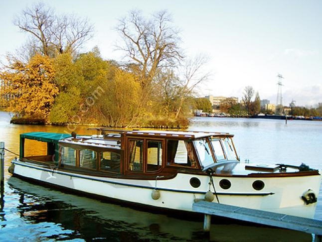 Motoryacht Backdecker Salonboot for rent in Berlin