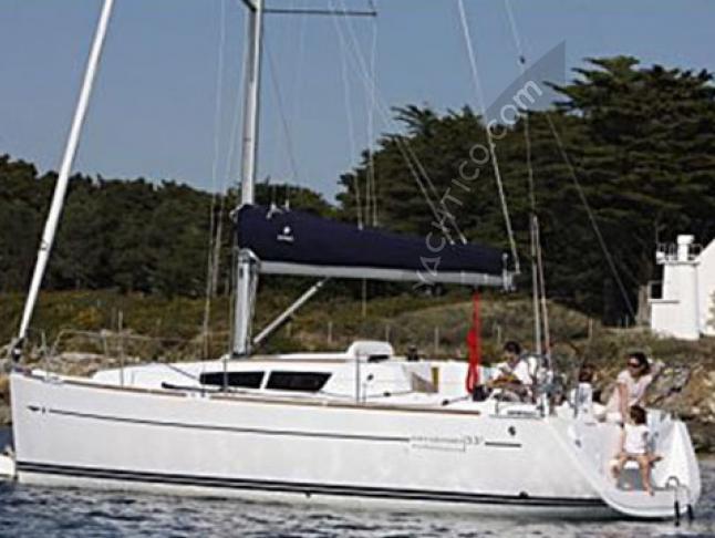 Yacht Sun Odyssey 33i chartern in Marina di Portorosa