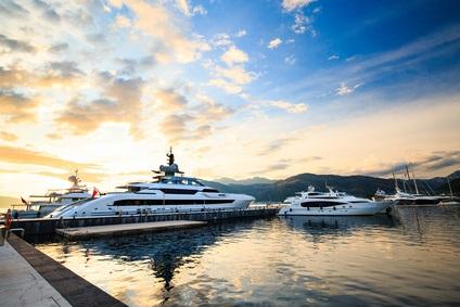 Motoryacht mit Crew oder Motorboot mit Skipper - Powerboote / Motor Yachten